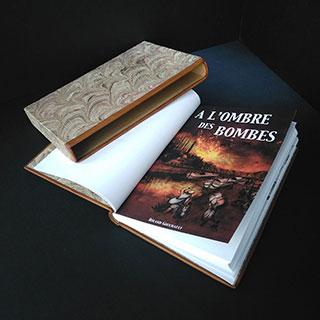 Auteur en herbe ayant fait relier son roman A l'ombre des bombes de Roland Gouchault. Couverture cuir pleine peau