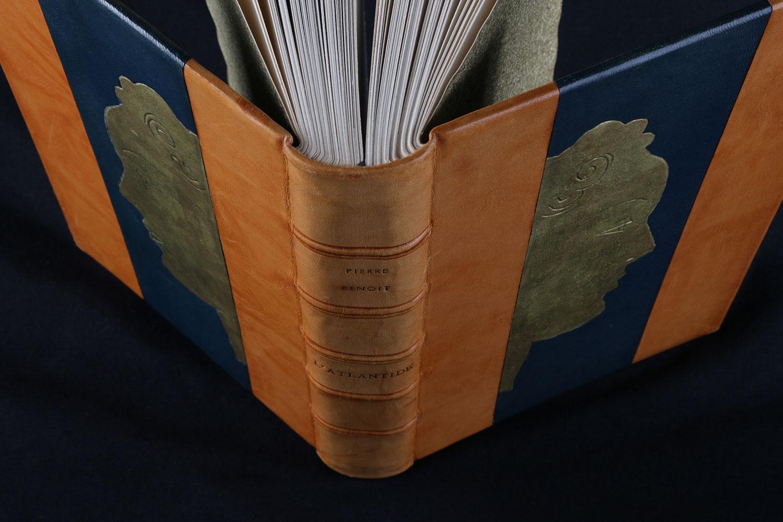 Livre Relie Couverture Cuir Atelier De Reliure Dorure Quersin