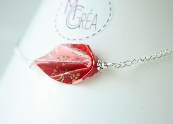 Feuille origami sur bracelet chaîne argenté.