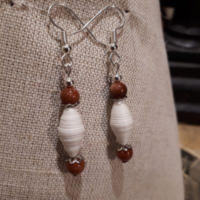 Boucles d'oreille perles papiers et perles pâte de verre.